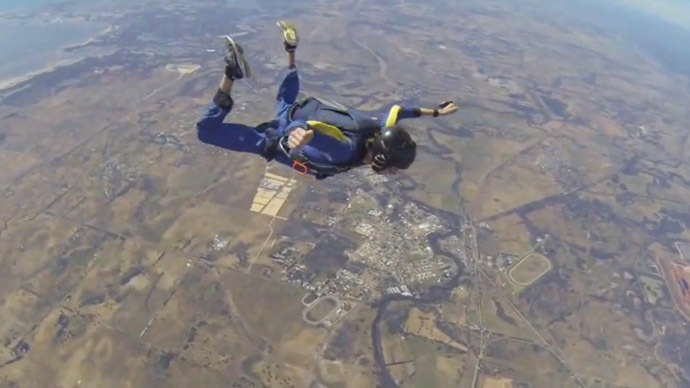 Skydiver saved after epileptic fit at 2,700m (DRAMATIC VIDEO)
