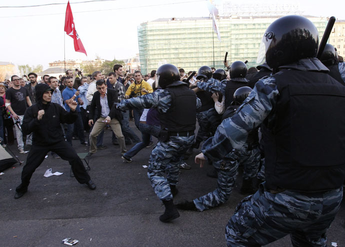 """Russian riot police scuffle with protesters during the """"march of the million"""" opposition protest in central Moscow May 6, 2012. (Reuters/Mikhail Voskresensky)"""