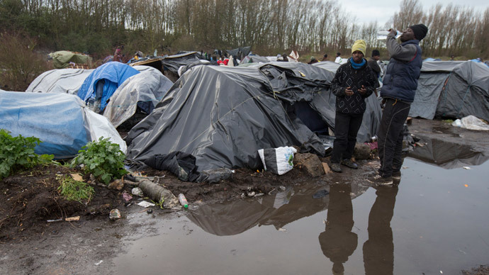 Sudanese migrants live in a camp in Calais.(Reuters / Philippe Wojazer)