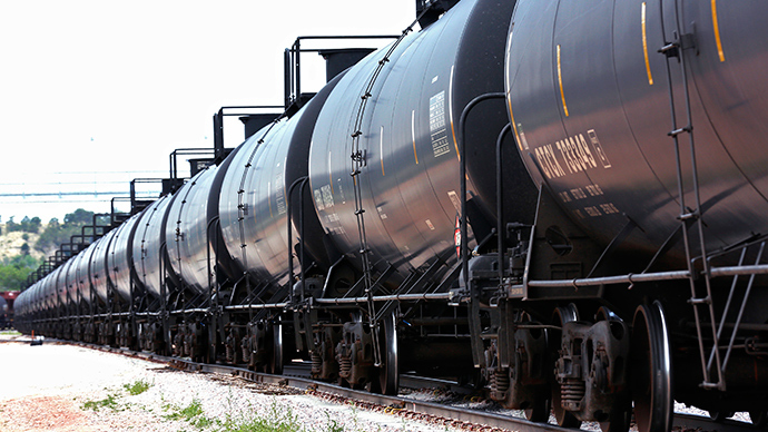 Crude oil train derails, catches fire in Illinois (PHOTOS)