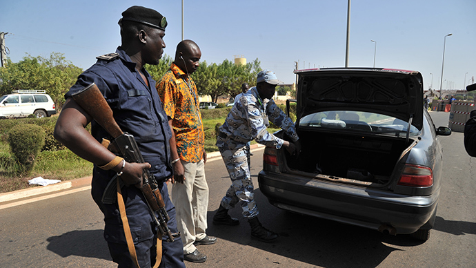 Gunmen kill 3 Europeans & 2 locals in Mali restaurant attack