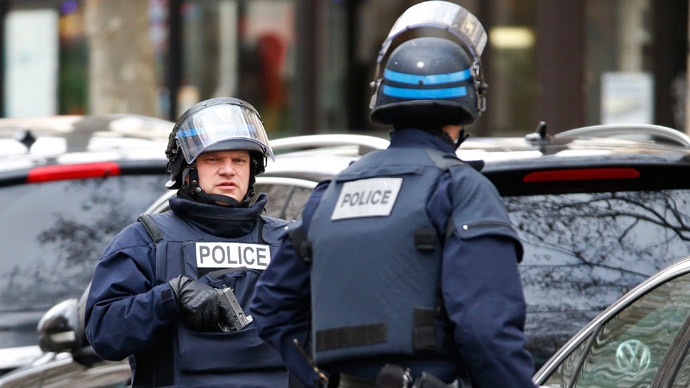 ​Policewoman among 4 arrested in connection with Paris terror attacks