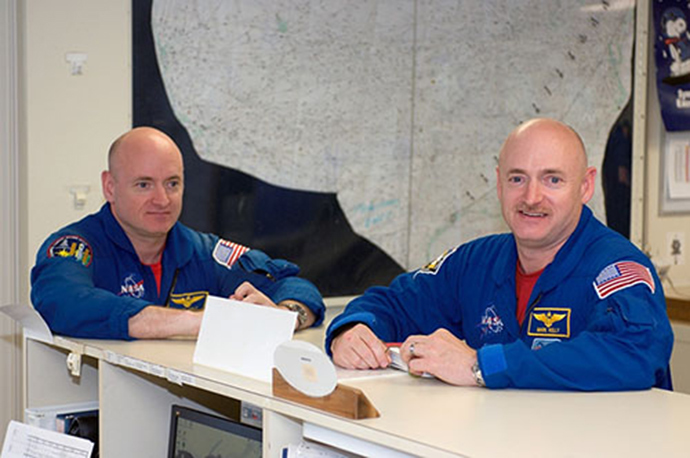 Scott (L) and Mark Kelly (Image from nasa.gov)