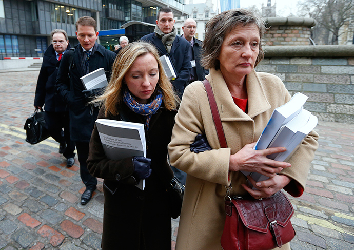 Geraldine Finucane (R), the widow of murdered Belfast solicitor Pat Finucane, arrives for a media conference with her children Katherine (2nd R), Michael (2nd L) and John (C) in central London December 12, 2012 (Reuters / Andrew Winning)