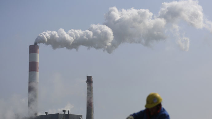 Global CO2 emissions stall for first time in 40 years as economy grows