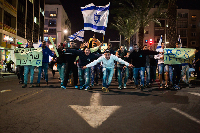 Israelis shout slogans as they take part in a right-wing rally in Tel Aviv's Rabin Square March 15, 2015 (Reuters / Amir Cohen)