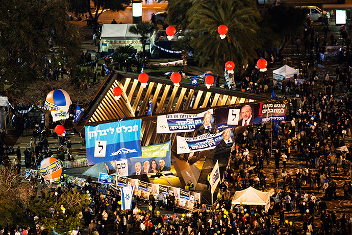 A general view shows part of Rabin Square during a right-wing rally in Tel Aviv March 15, 2015 (Reuters / Amir Cohen)