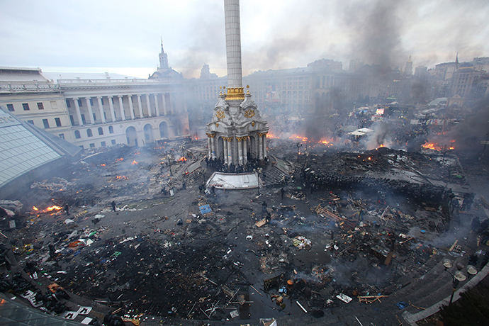 An aerial view shows Independence Square during clashes between anti-government protesters and Interior Ministry members and riot police in central Kiev February 19, 2014 (Reuters / Olga Yakimovich)