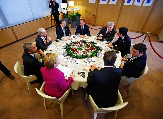 (L-R) U.S. President Barack Obama, European Council President Herman Van Rompuy, European Commission President Jose Manuel Barroso, France's President Francois Hollande, Canada's Prime Minister Stephen Harper, Japan's Prime Minister Shinzo Abe, Italy's Prime Minister Matteo Renzi, Britain's Prime Minister David Cameron and Germany's Chancellor Angela Merkel participate in a G7 leaders meeting at European Council headquarters in Brussels June 4, 2014 (Reuters / Yves Herman)