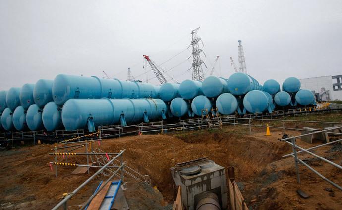 Water tanks storing radiation contaminated water are seen at Tokyo Electric Power Co's (TEPCO) tsunami-crippled Fukushima Daiichi nuclear power plant in Fukushima prefecture (Reuters / Shizuo Kambayashi / Pool)