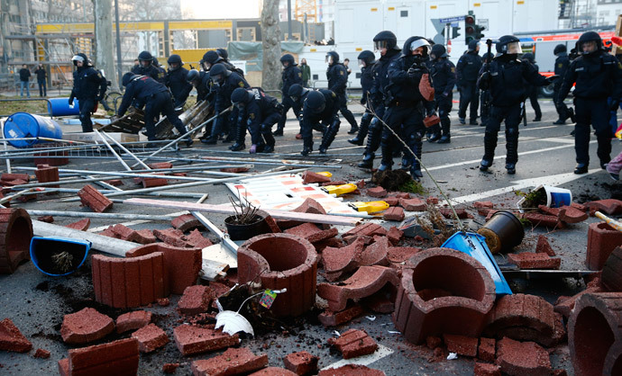 German riot police officers remove a street blockade of anti-capitalist protesters near the European Central Bank (ECB) building hours before the official opening of its new headquarters in Frankfurt March 18, 2015. (Reuters / Kai Pfaffenbach)