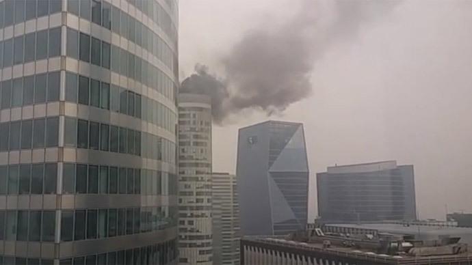 High-rise fire in Paris' La Defense financial district (VIDEO)