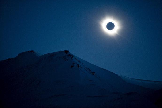 A total solar eclipse is seen in Longyearbyen on Svalbard March 20, 2015. (Reuters / Jon Olav Nesvold)
