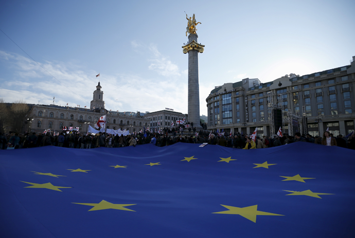 Opposition supporters hold a huge European Union flag during a rally organised by the United National Movement, calling for the resignation of the government in Tbilisi, March 21, 2015. (Reuters / David Mdzinarishvili)