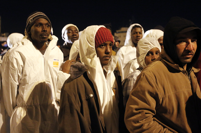 Migrants disembark from a navy ship in the Sicilian harbour of Augusta (Reuters / Antonio Parrinello)