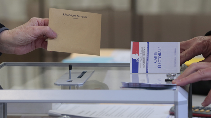 Sarkozy on top as France swings right in departmental elections