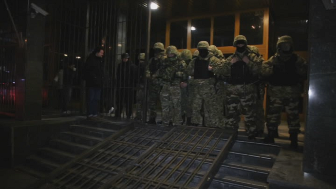 Ukrainian oligarch helps 'fortify' state oil & gas company HQ in Kiev 'against raiders'
