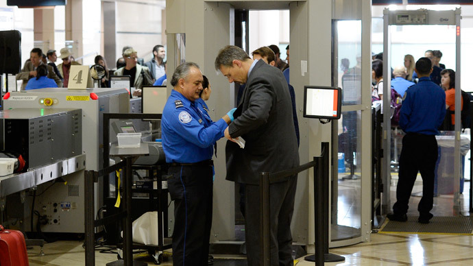 Union chief: Armed cops should help TSA at airports
