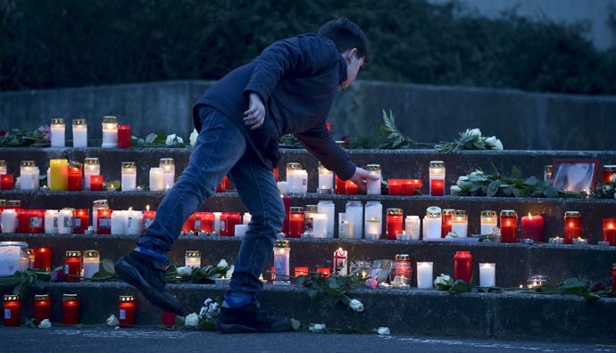 A student places a lit candle outside the Josef-Koenig-Gymnasium high school in Haltern am See, March, 24, 2015. (Reuters/Kirsten Neumann)
