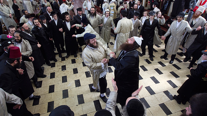 Video of Hassidic Jews dancing in Jordanian airport goes viral, stirs controversy