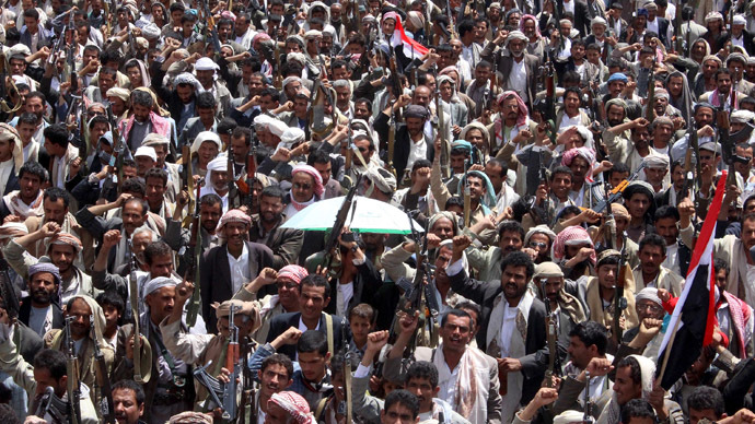 Followers of the Houthi movement demonstrate to show support to the movement in Yemen's northwestern city of Saada March 26, 2015. (Reuters / Naiyf Rahma)