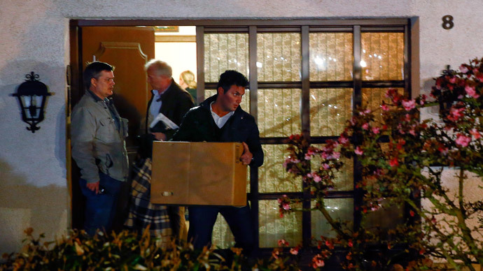 German police officers carry boxes out of a house believed to belong to the parents of crashed Germanwings flight 4U 9524 co-pilot Andreas Lubitz in Montabaur, March 26, 2015.(Reuters / Kai Pfaffenbach)