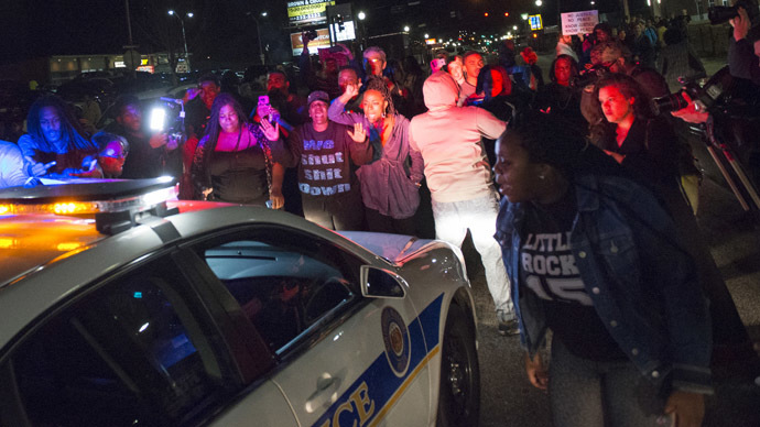 Police settle Ferguson protesters' lawsuit, agree to restrict use of teargas