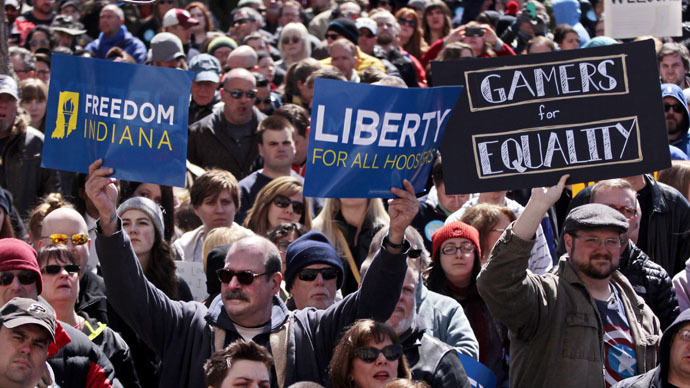 Indiana gov. backtracks, seeks to clarify anti-gay law amid national backlash