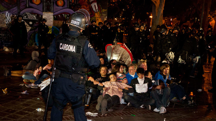 Los Angeles Police Department officers surround Occupy Los Angeles supporters during a raid at their camp at LA city hall November 30, 2011.(Reuters / Bret Hartman)
