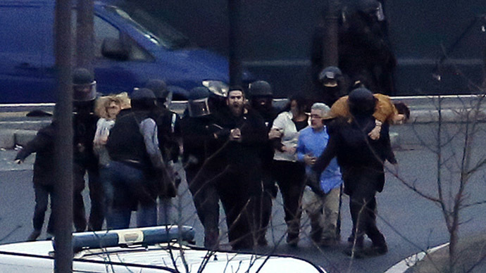 Paris kosher store ex-hostages sue French TV channel over live coverage – report