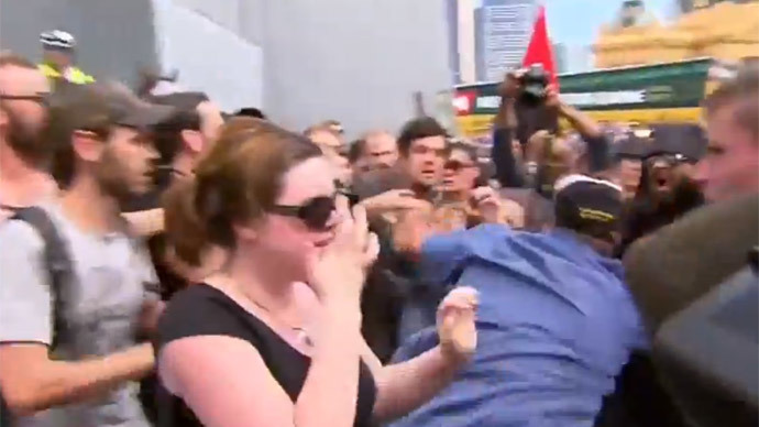 Anti-Islamic & anti-racism protesters clash in Melbourne, get pepper sprayed by police