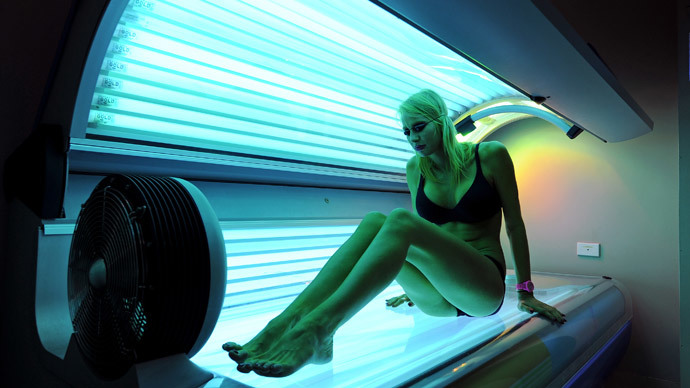 France to ban sunbed adverts, artificial tanning by minors