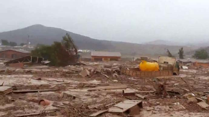 Desert deluge: Cars, entire houses swept away by freak mudslides in Atacama (VIDEO)