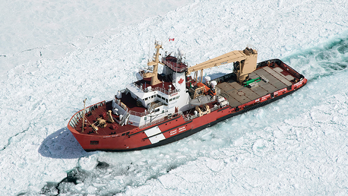 Icebound: 10-15 ships stranded in frozen Lake Superior