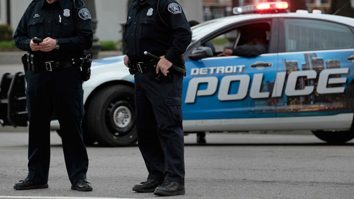 2 Detroit police officers accused of robbing drug dealers