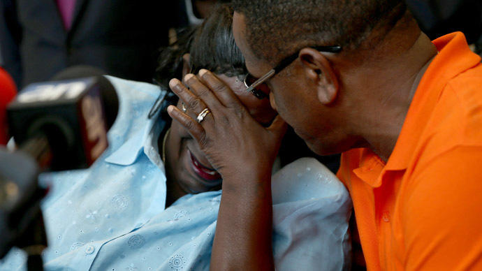 Catherine Daniels, the mother of Lavall Hall, is comforted by her cousin Alfonzo Hill as she speaks with the mediia at the law office of her lawyers Goldberg & Rosen, P.A. on April 8, 2015 in Miami, Florida. (Joe Raedle/Getty Images/AFP)