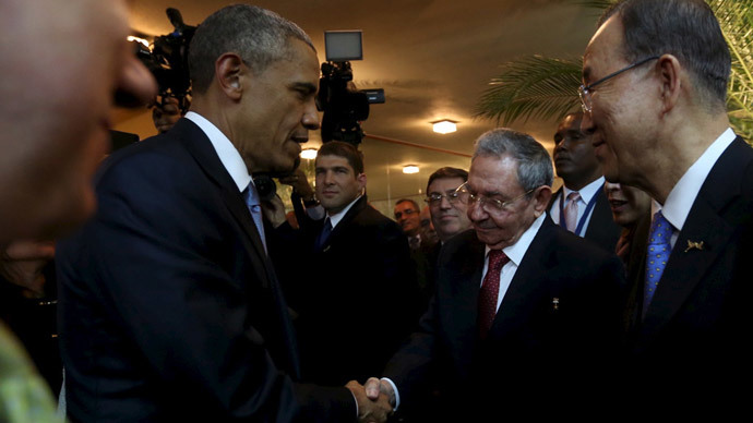 Obama & Castro shake hands during historic encounter (PHOTOS, VIDEO)