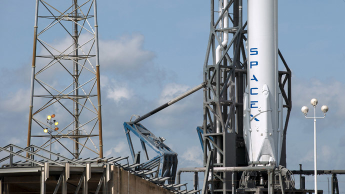 SpaceX: Dragon liftoff successful, Falcon botches landing