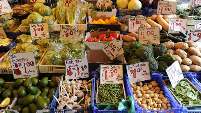 Prices wars & poor ethics: UK supermarkets sourcing salad, veg from 'modern day slaves'