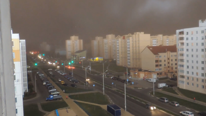 Epic storm turns day into night in Belarusian city (VIDEO)