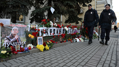 Flowers at Ukraine's Embassy in Moscow after the murder of journalist Oles Buzina in Kiev. (RIA Novosti / Maxim Blinov)
