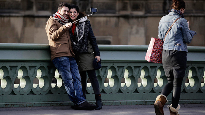 No selfie sticks, comrades! Leftists ask Moscow authorities to ban handheld devices on V-Day parade