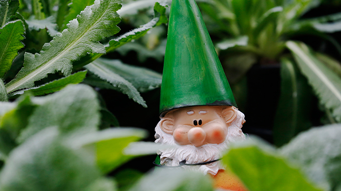 Gnome bandit: UK police hunt 'elderly woman' suspected of thieving ornaments