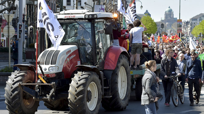 A tractor leads a consumer rights activists demonstration against the Transatlantic Trade and Investment Partnership (TTIP) in Brussels, April 18, 2015. (Reuters / Eric Vidal)