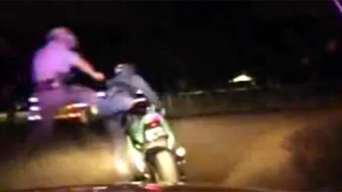 ​Texas trooper jumpkicks motorcyclist after shooting him in high-speed chase (VIDEO)