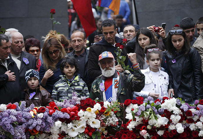 People attend a commemoration ceremony to mark the centenary of the mass killing of Armenians by Ottoman Turks at the Tsitsernakaberd Memorial Complex in Yerevan, Armenia, April 24, 2015 (Reuters / David Mdzinarishvili)