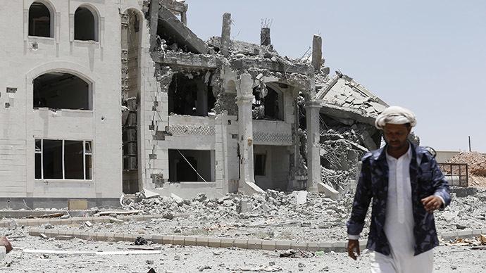 Saudi Arabia bombs Yemen runway 'to stop Iranian flight landing' (VIDEO)