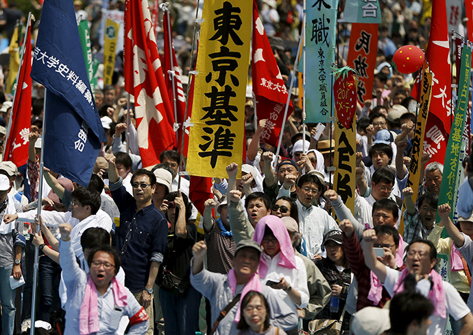 Members of the Group of the National Confederation of Trade Unions, commonly known in Japanese as Zenroren, raise their fists as they shout slogans during their annual May Day rally in Tokyo May 1, 2015 (Reuters / Issei Kato)