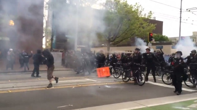 Seattle 'riot': Police deploy flashbangs, tear gas against May Day marchers (VIDEOS)