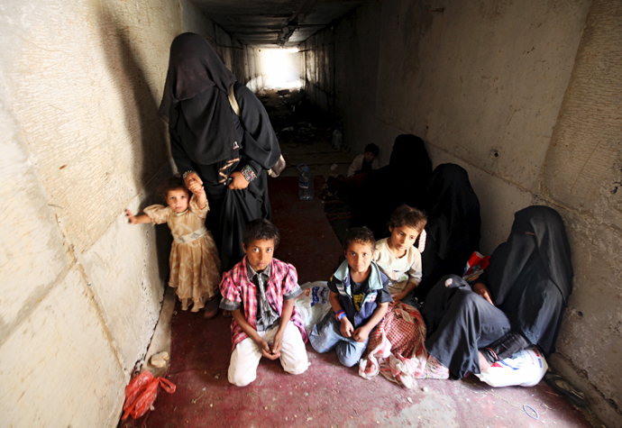 Displaced people rest in an underground water tunnel after they were forced to flee their homes due to ongoing air-strikes carried out by the Saudi-led coalition in Sanaa May 2, 2015. (Reuters / Mohamed al-Sayaghi)